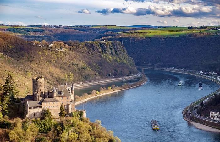 Долина Рейна - это красивые пейзажи, а еще множество замков и крепостей