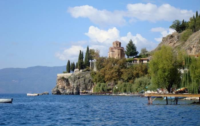 Охридское озеро на границе Македонии и Албании. Знаменито красивейшим побережьем