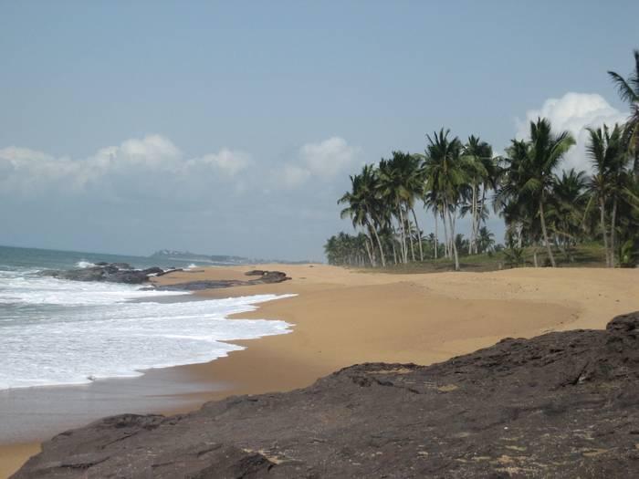 Атлантическое побережье в Гане. Там тебе будет о чем пообщаться с местным народом