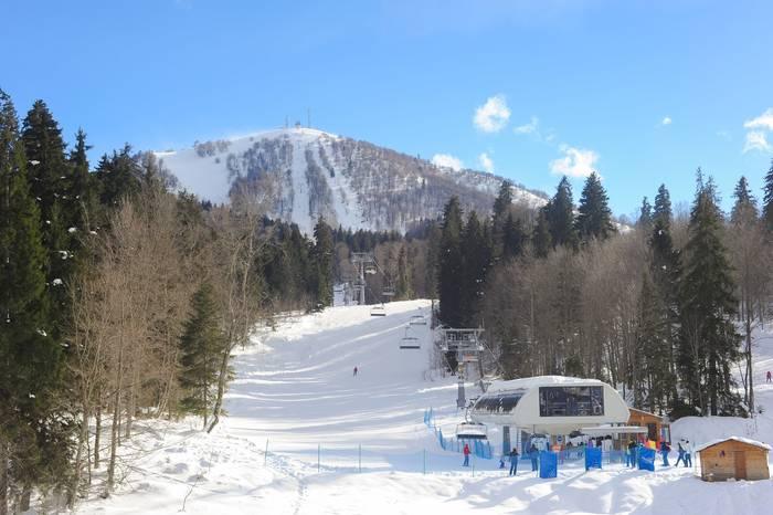 Бакуриани = несколько десятков лыжных трасс, прыжки с трамплинов, катание на санках и тюбингах