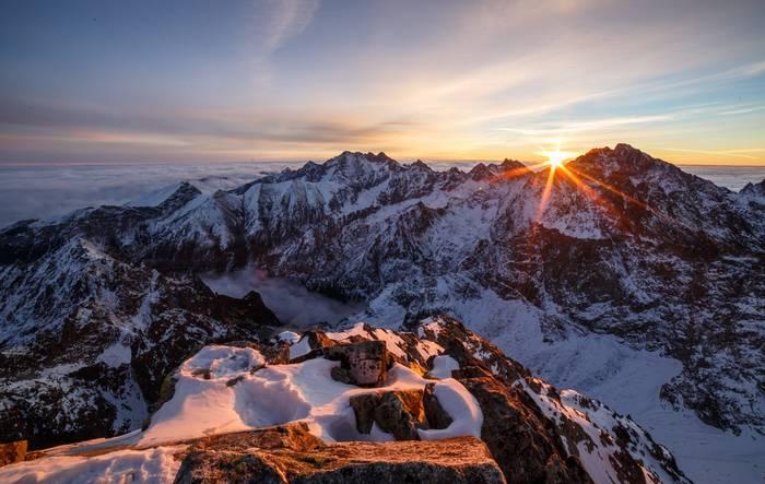 В Словакии находится самая высокая точка всех Карпат — Герлаховски Штит, высота 2655 м