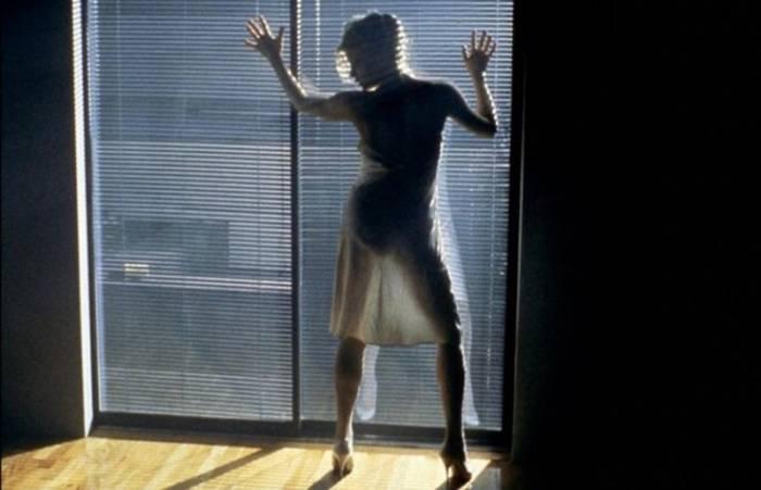 """В """"9 ½ недель"""" Ким Бейсингер соблазняла танцем Микки Рурка и зрителей"""