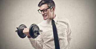 Как тренировать мышцы вне зала: 7 самых ленивых способов