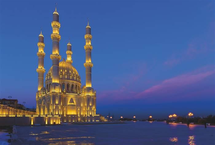 Азербайджан - современная европейская страна с древними традициями и волшебными местами с пылающей землей