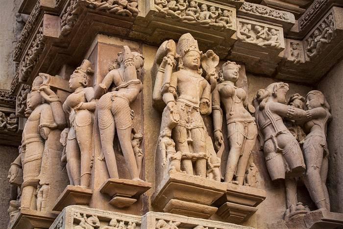 В Индии можно не только познать природу, но и рассмотреть удивительные храмы со сценами Камасутры на стенах