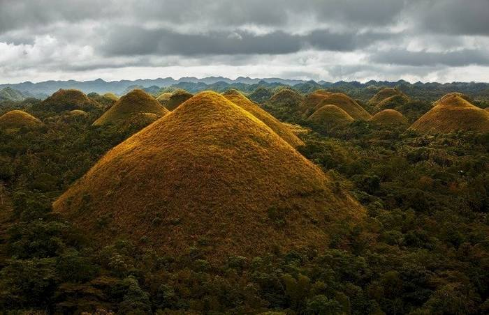 Шоколадные холмы, Филиппины. Местные их обходят стороной