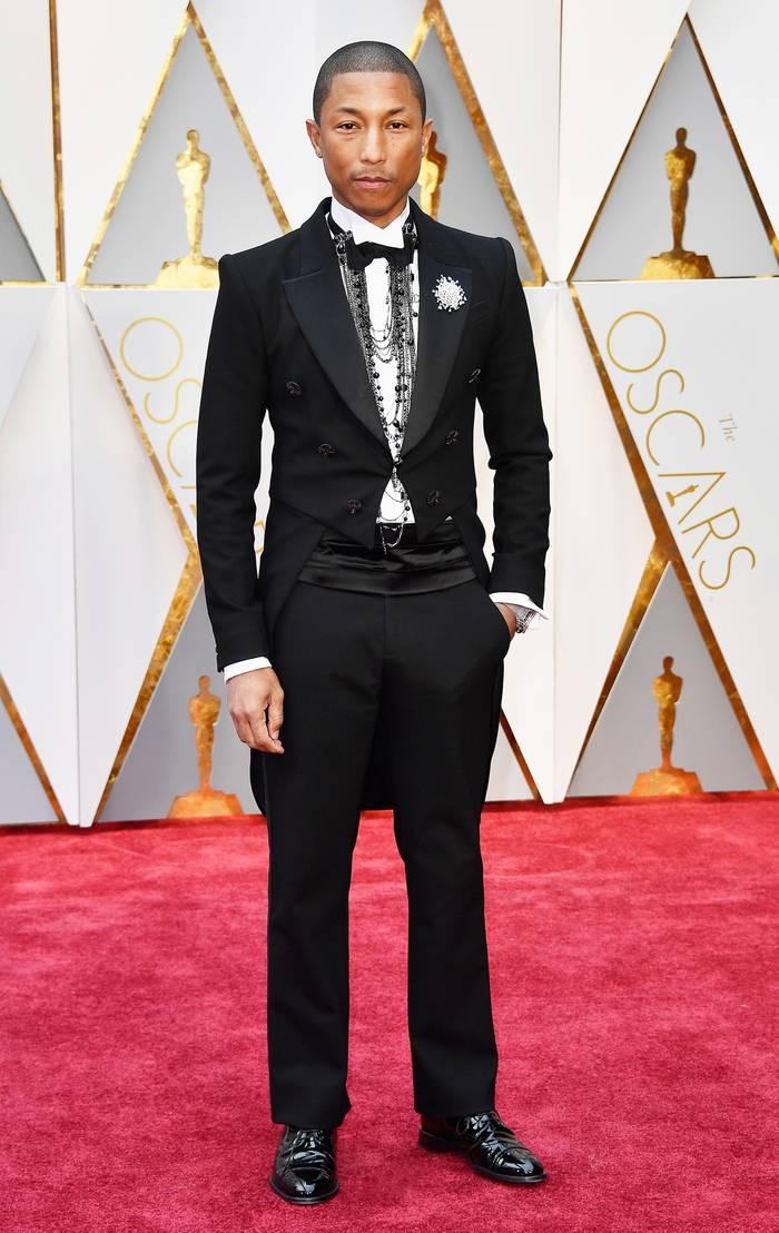 Фаррелл Уильямс в смокинге Chanel