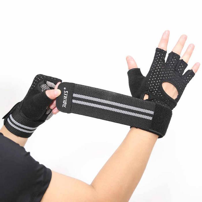 """Тренировочные перчатки помогут не """"убить"""" руки во время тренировок"""