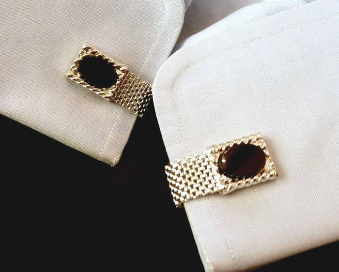 Мужские запонки — штука крепкая: выдерживают до восьми слоев ткани