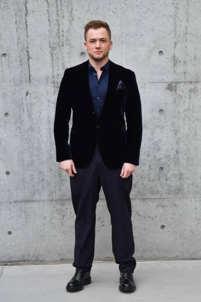 Тэрон Эджертонна показе Giorgio Armani в Милане
