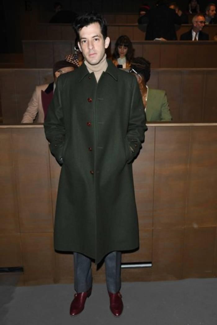 Марк Ронсонна показе Gucci в Париже