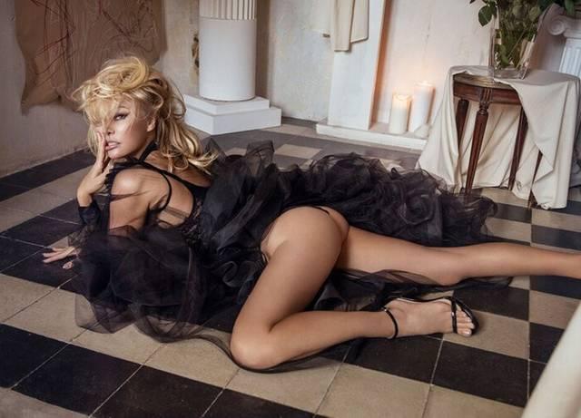 Совсем голая: Памела Андерсон разделась для итальянского глянца