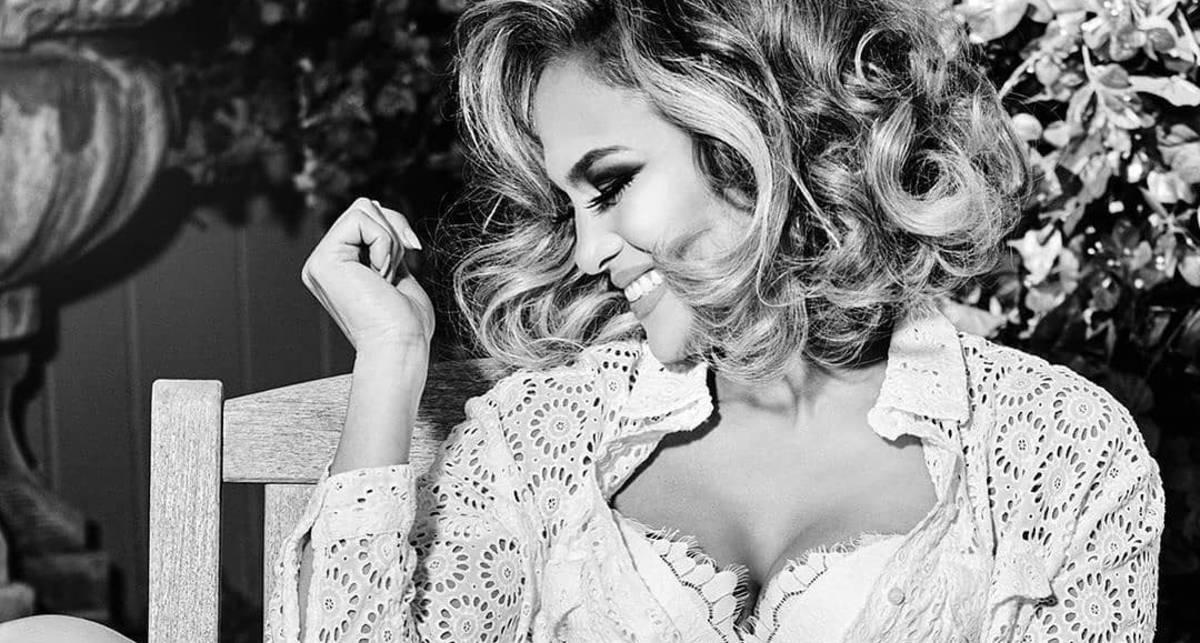 Сама безупречность: полуобнаженная Дженнифер Лопес в рекламной кампании для Guess