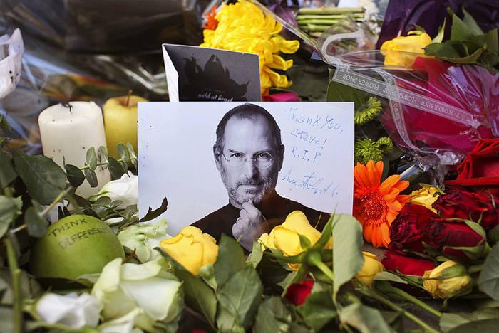 Компанию Apple Стив Джобс создал в гараже с другом Стивом Возняком в 1976 году
