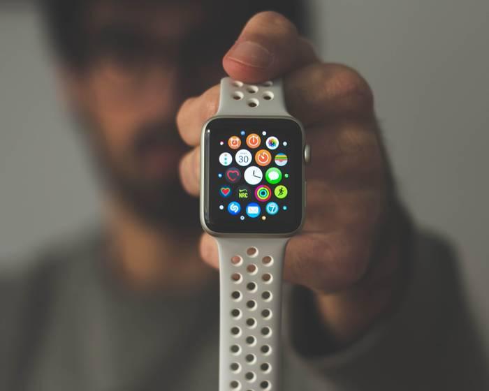 ЧасыApple Watch. Первая универсальная техника, которую можно носить на теле