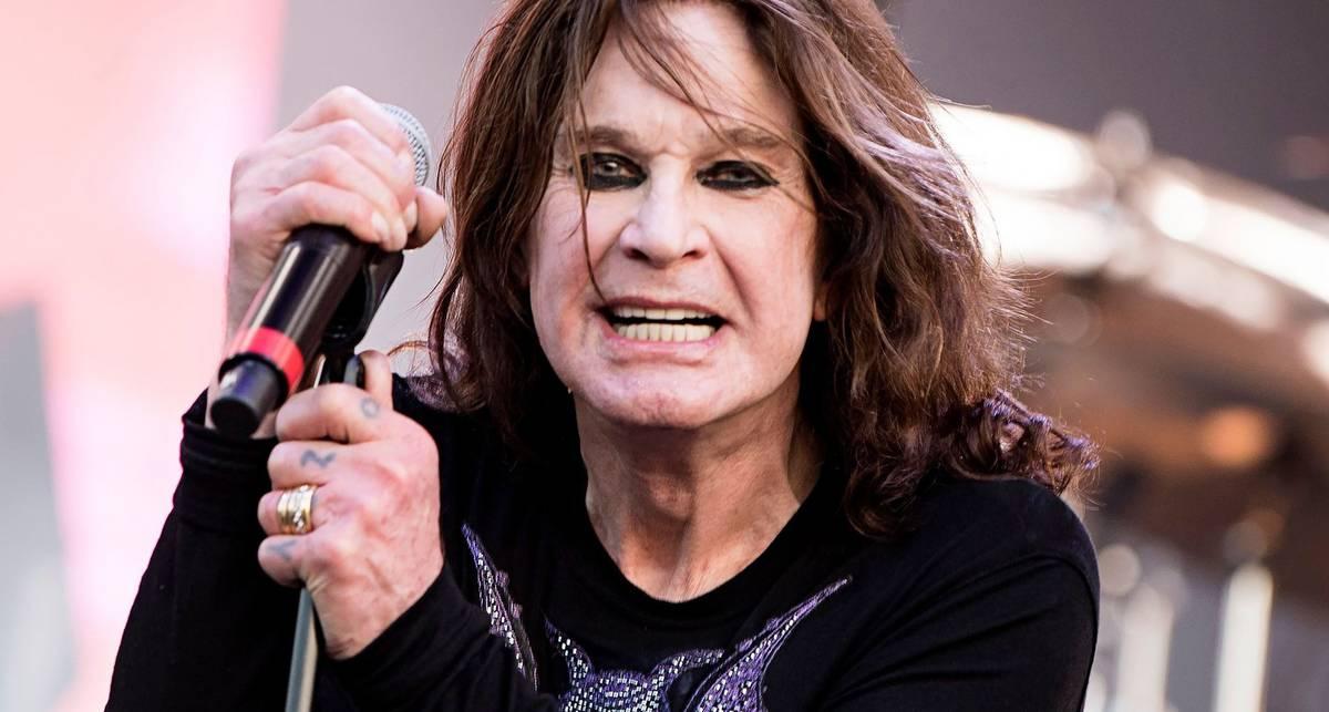 Сжечь рояль и проколоть себе спину: 6 самых эпатажных выходок рок-музыкантов на сцене