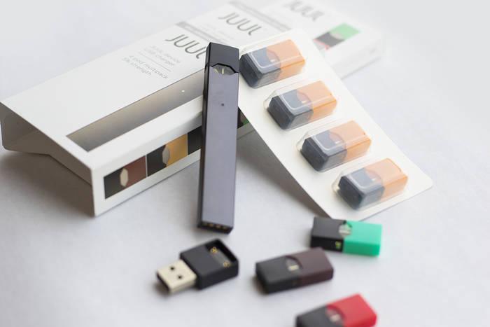 Juul Labs производит электронные сигареты с различными экзотическими ароматами