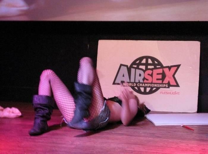 Чемпионат по имитации секса. Что может быть раскованнее?