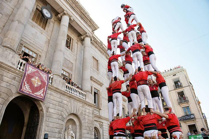 Оказывается, испанцы любят строить башни из людей