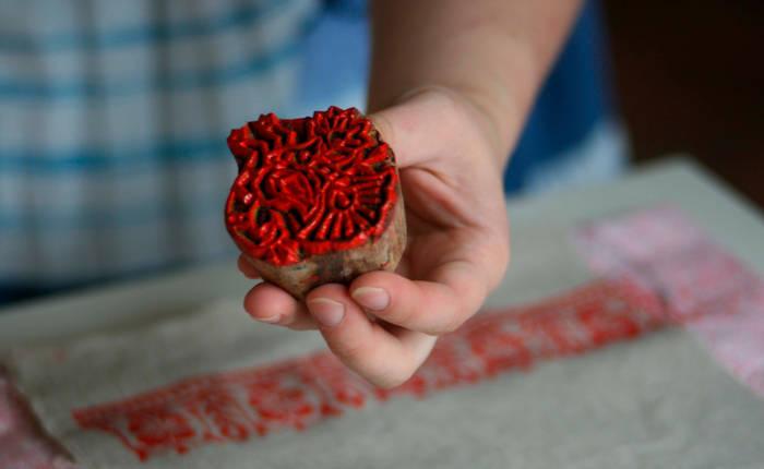 Декор с помощью стемпинга — самый простой способ украсить стены, ткань, дерево