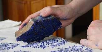Самый «мужской» лайфхак: как украсить ткань при помощи стемпинга