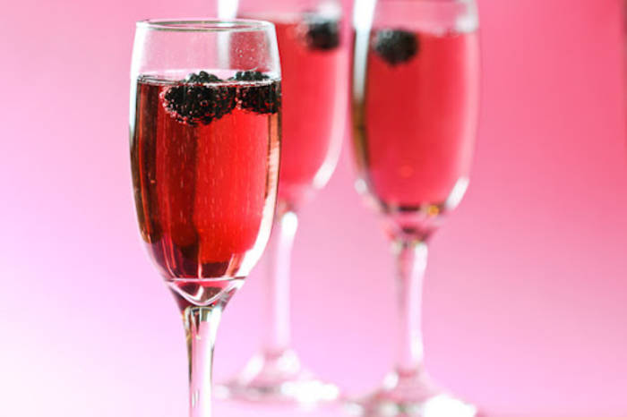 Шампанское и смородиновый ликер - такого ты точно не пробовал