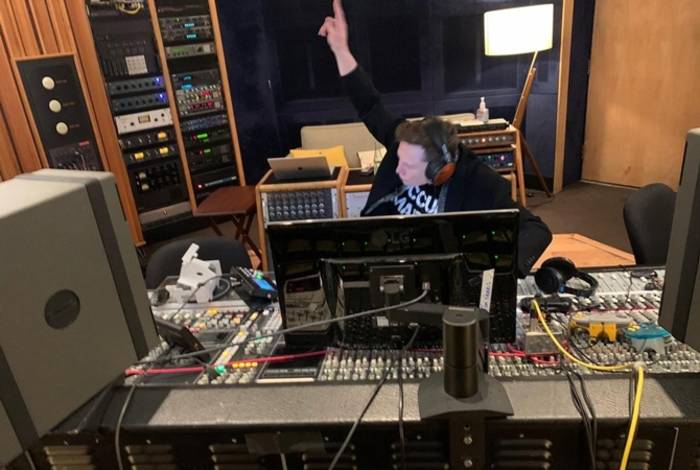Илон Маск написал текст и исполнил вокальную партию для трека