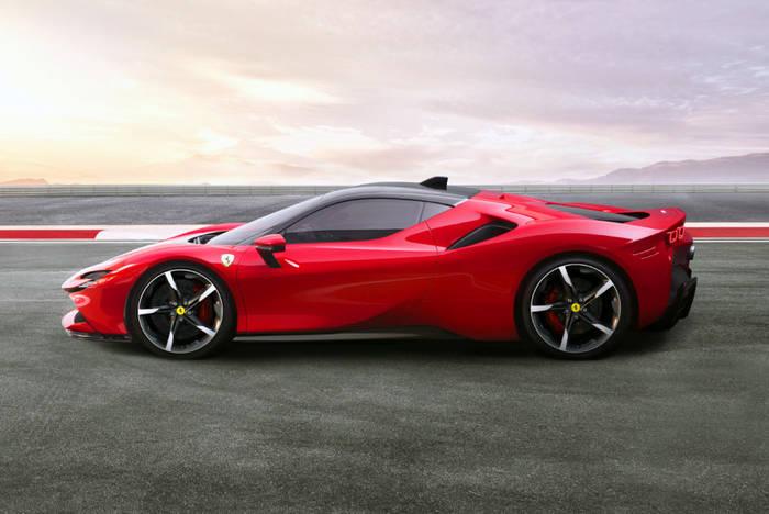 Годовые продажи Ferrari впервые превысили 10 тысяч единиц