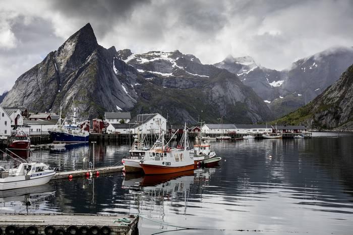 Норвежские фьорды. Хоть и суровые, но дарят местным ощущение счастья