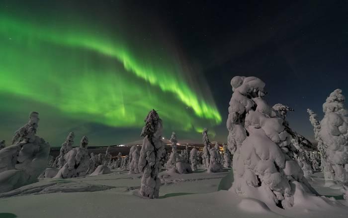 В Финляндии видно северное сияние.  Возможно, именно оно делает людей счастливыми