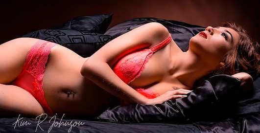 Красотка дня: модель-фрилансер и звезда обнаженки Элли Рид