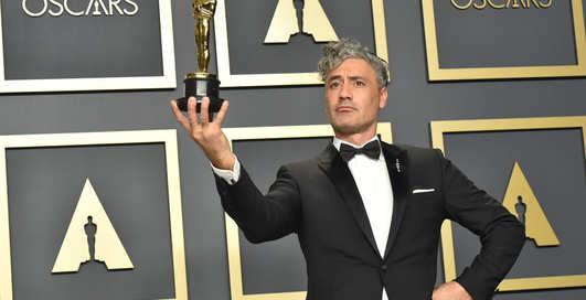 """Смокинги и бабочки: самые стильные мужчины церемонии """"Оскар 2020"""""""