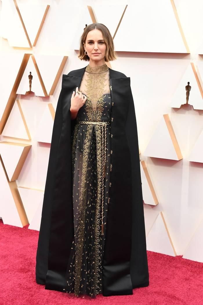 """У Натали Портман на накидке были вышиты имена женщин-режиссеров, не номинированных на """"Оскар"""""""
