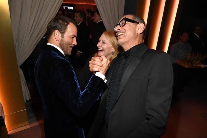 Том Форд, Патриция Клаксон и Джефф Голдблюм дружески приветствовали друг друга
