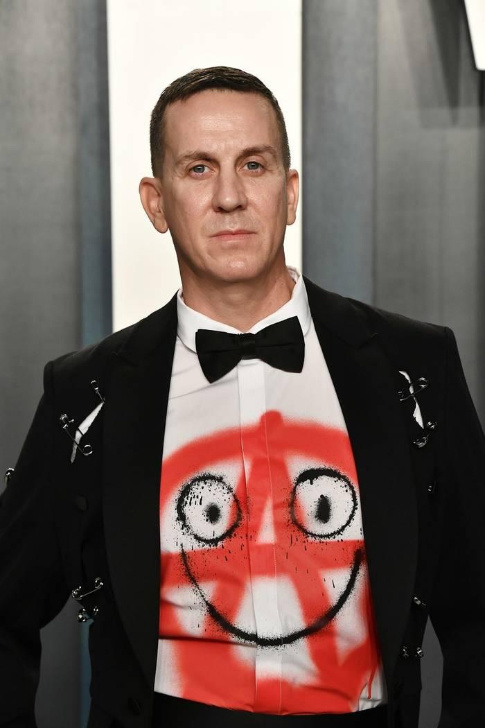 Джереми Скотт показал рубашку с оригинальным принтом
