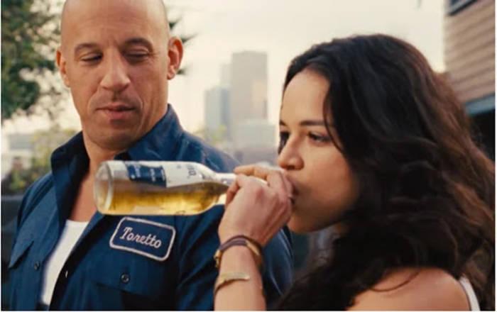День влюбленных можно отметить и просто вдвоем с пивом