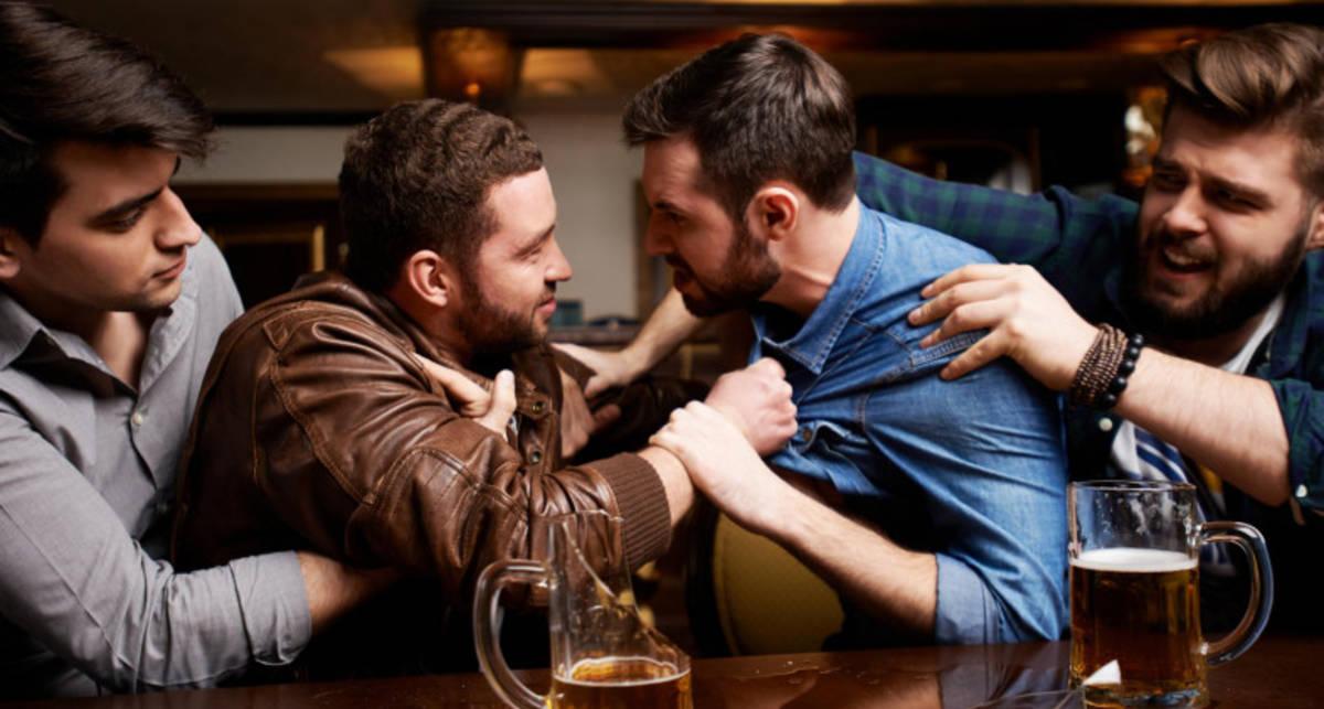Нагло и эффективно: 3 удара, которые спасут тебя в уличной драке