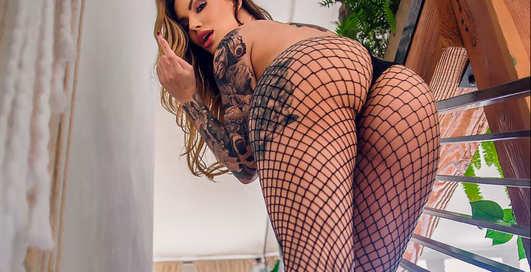 Красотка дня: татуированная фитнес-модель, R'n'B-«певица» и звезда Playboy с ником Viking Barbie
