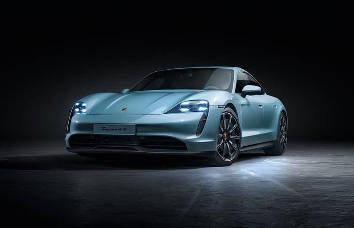 Porsche Taycan. Фото с выставки отсутствуют. Но они есть в официальном Twitter компании