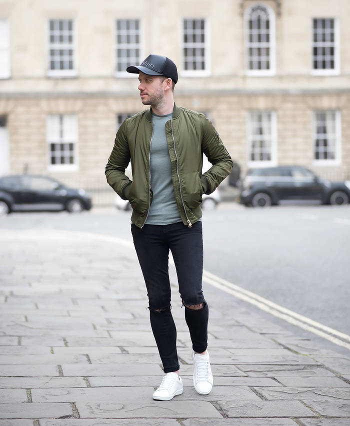 Куртка бомбер - неубиваемая одежда для вылазок на встречи с товарищами