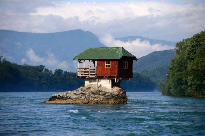 Дом-отшельник в Сербии