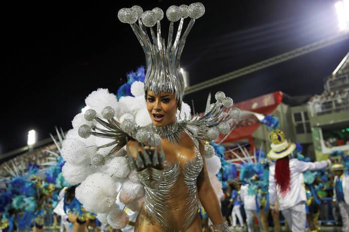 Танцовщица школы Vila Isabel