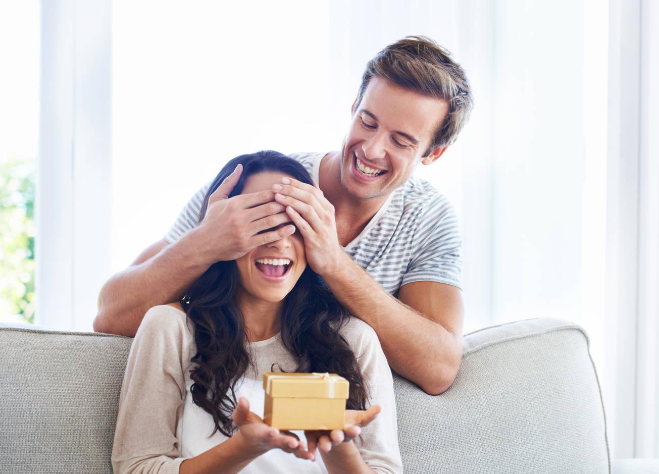 Для девушек практичных: 5 полезных подарков на 8 марта
