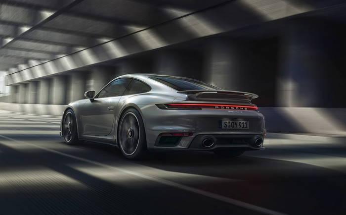 Porsche 911 Turbo нового поколения. Традиционно полноприводный