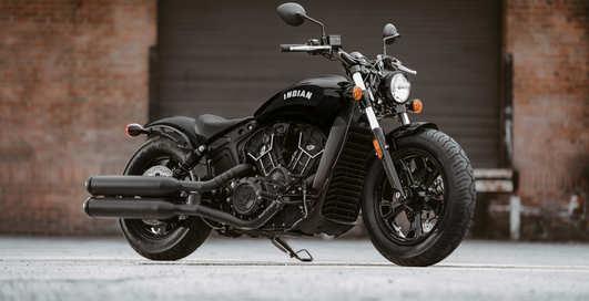 Зловещий индеец: идеально черный мотоцикл 2020 Indian Scout Bobber Sixty