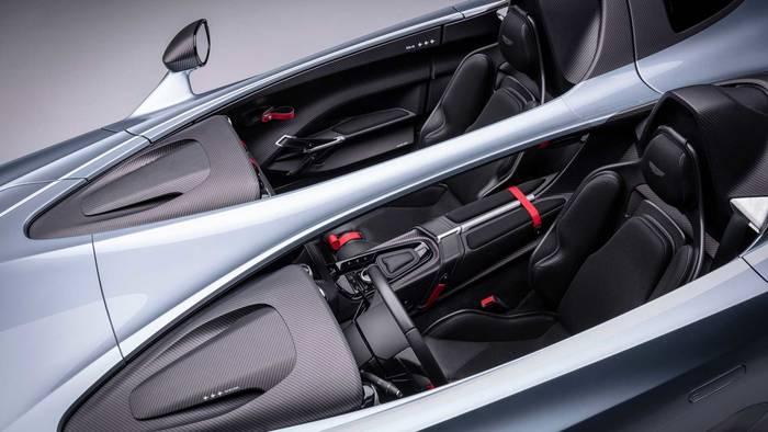 Aston Martin V12 Speedster. Создавался с оглядкой в сторону максимизации аэродинамических характеристик
