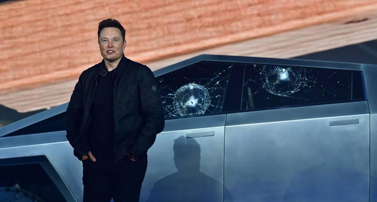 Жизнь до Tesla: 7 не-электрических автомобилей Илона Маска