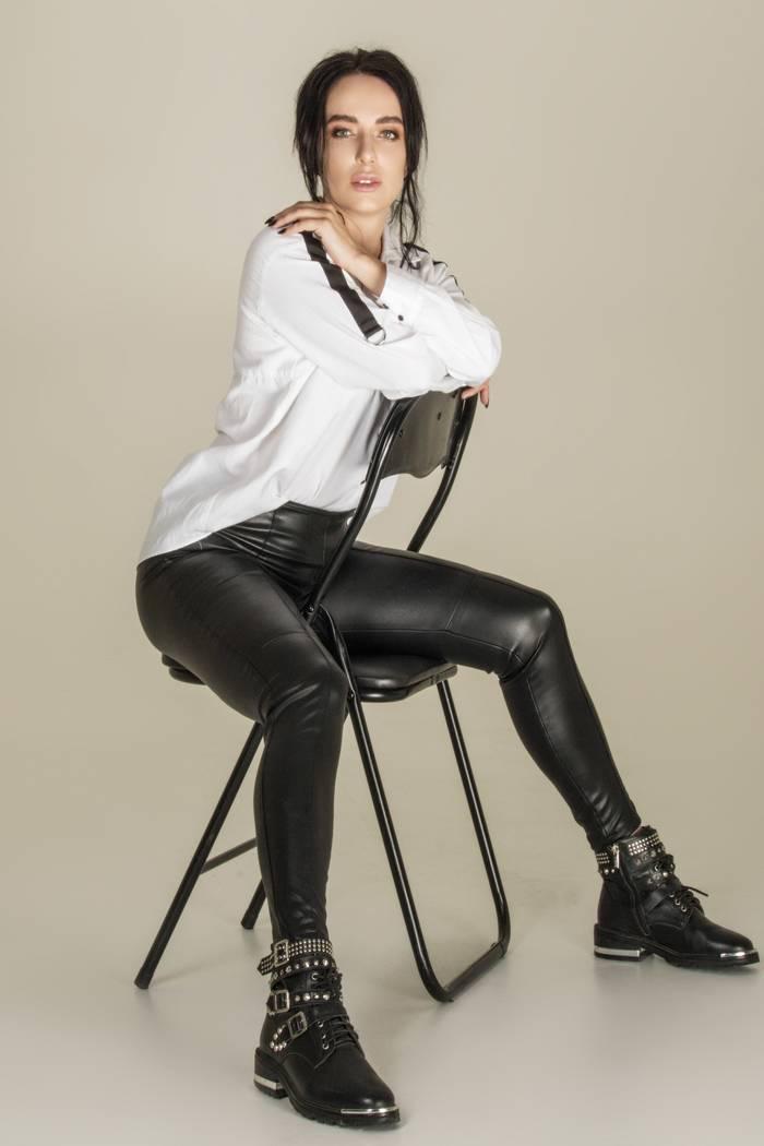 Певица, актриса и дипломированный психотерапевт Alina Tim