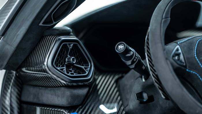 Детали кузова Zenvo TSR-S 2020 могут оставить в первозданном виде или окрасить по желанию покупателя