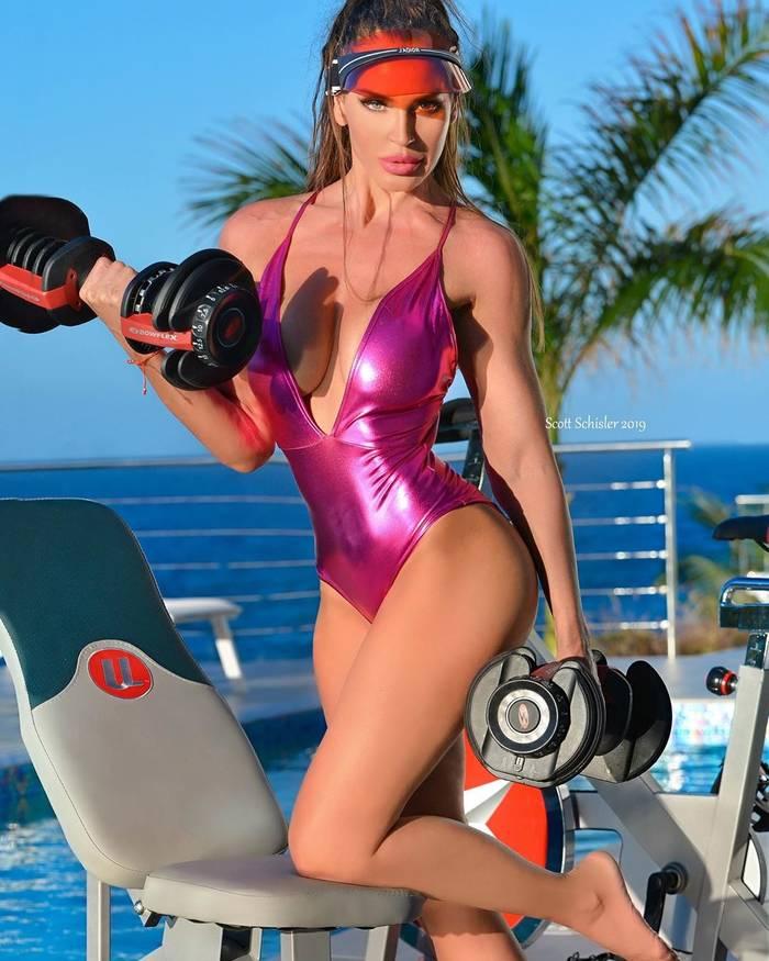 Анжела Кристина Амбрус — сексуальная фитнес-модель, красивая пропаганда спорта